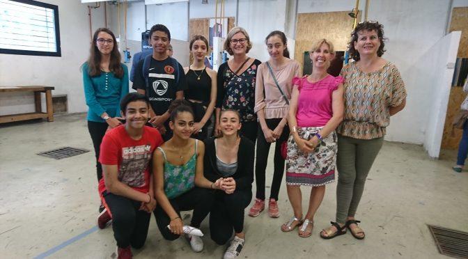 Les nouveaux collectionneurs : vernissage des œuvres d'art contemporain sélectionnées par les élèves de 3eB